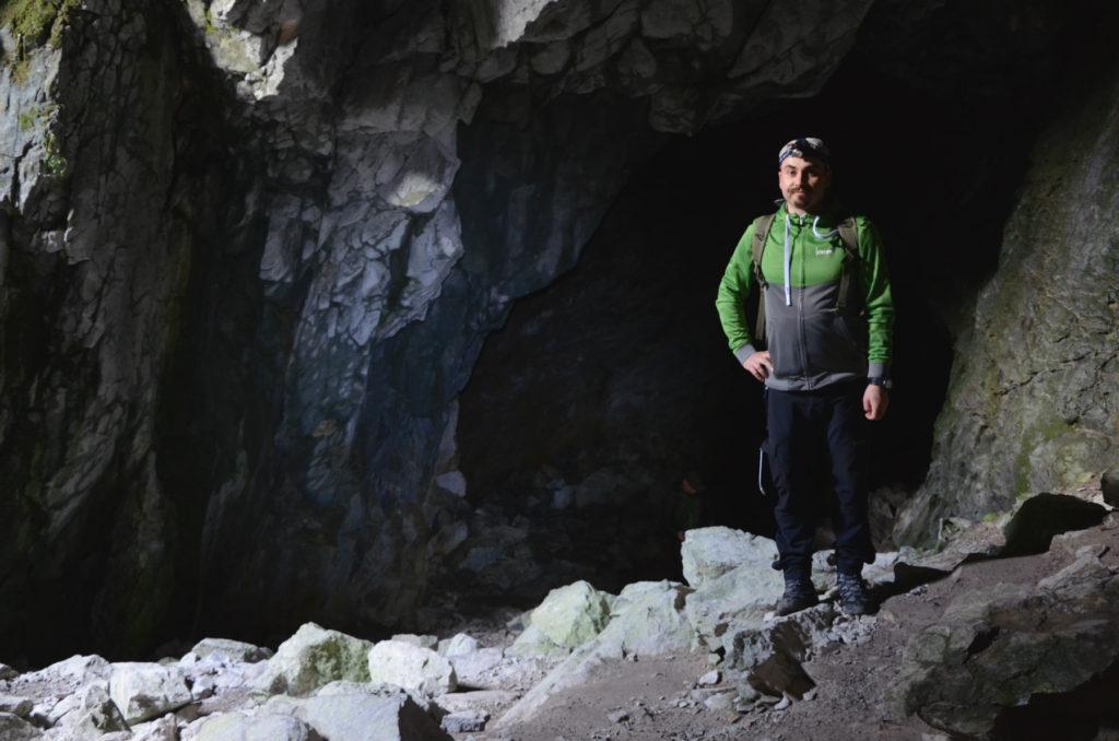 Jaskinia Raptawicka - przy wejściu do jaskini