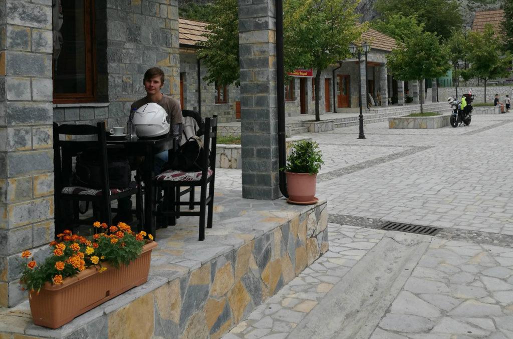 Albania - Tamarë - widok na ryneczek
