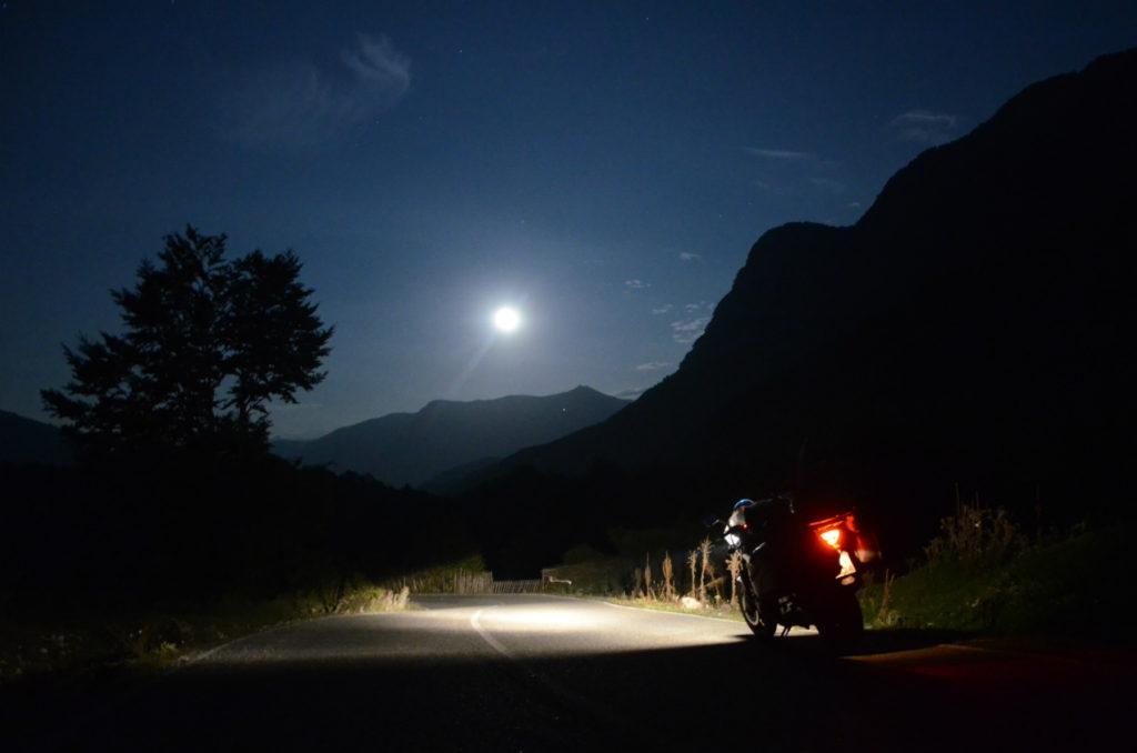 Albania - droga SH20 noca