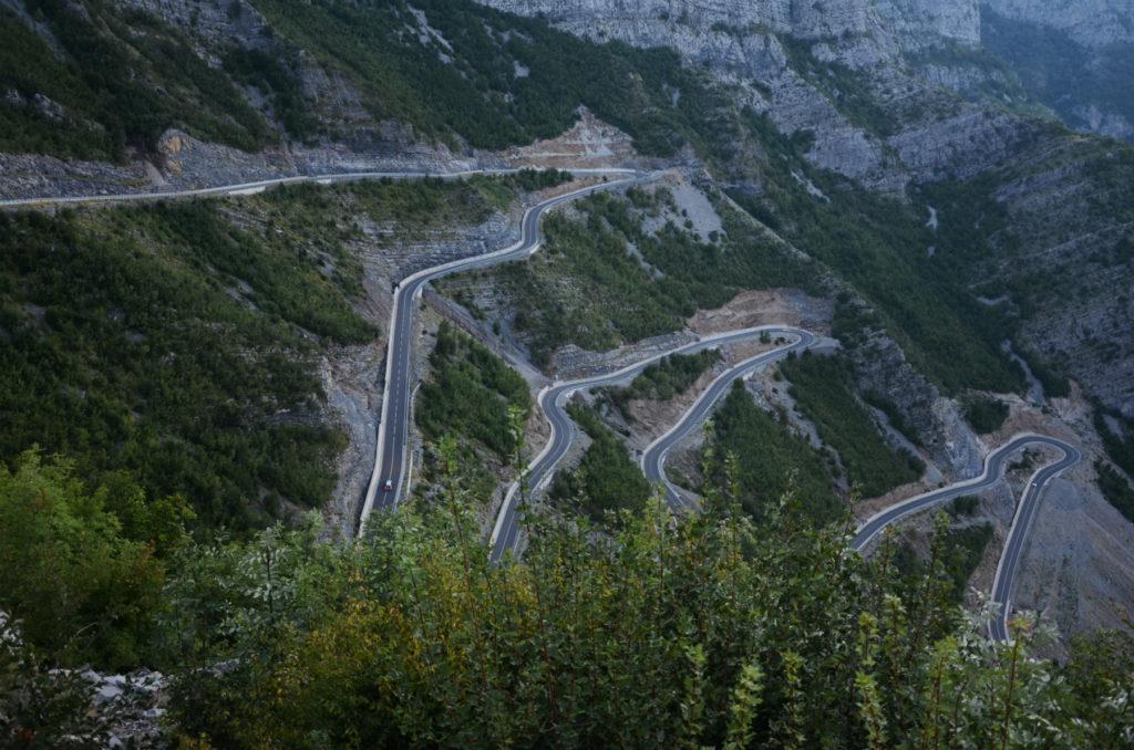 Serpentyna na drodze SH20 Albania