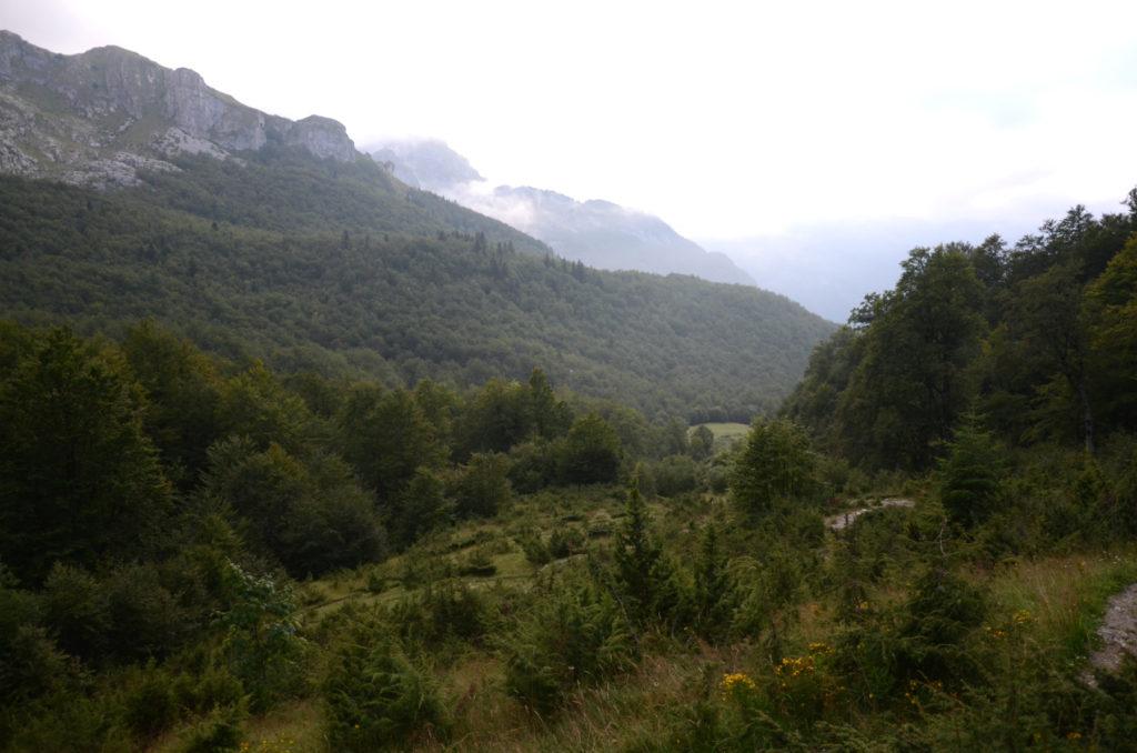 Zla Kolata - dolina z chata pasterska