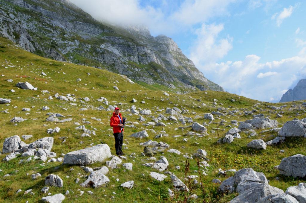 Zla Kolata - polana pod szczytem po stronie albanskiej