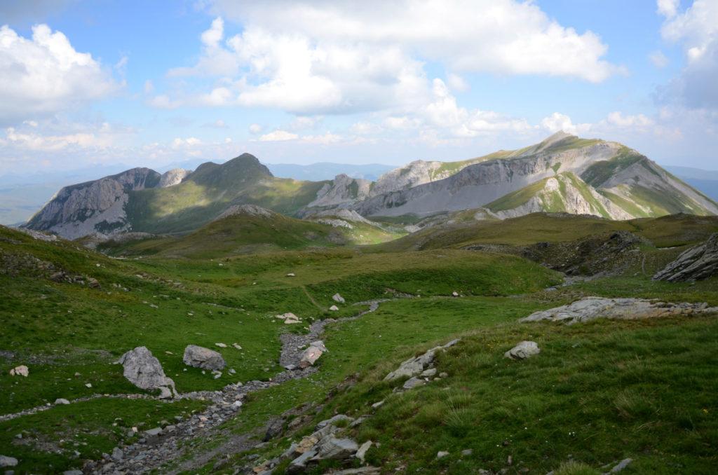 Widok na szczyty Gór Dynarskich w kierunku wschodnim