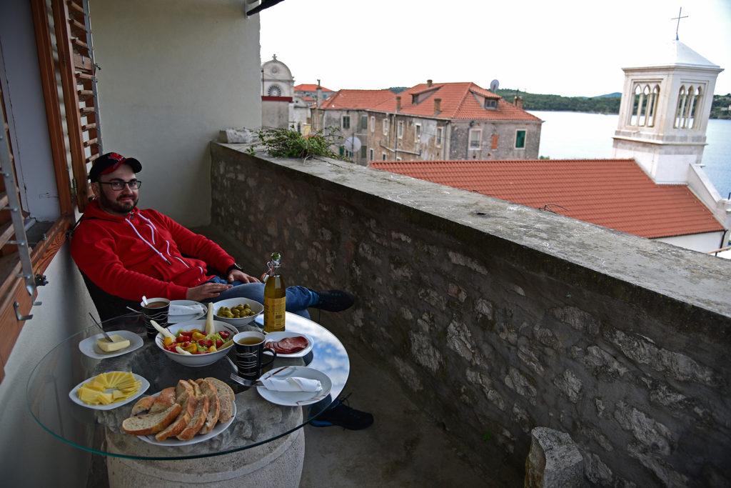 Szybenik - śniadanie na tarasie