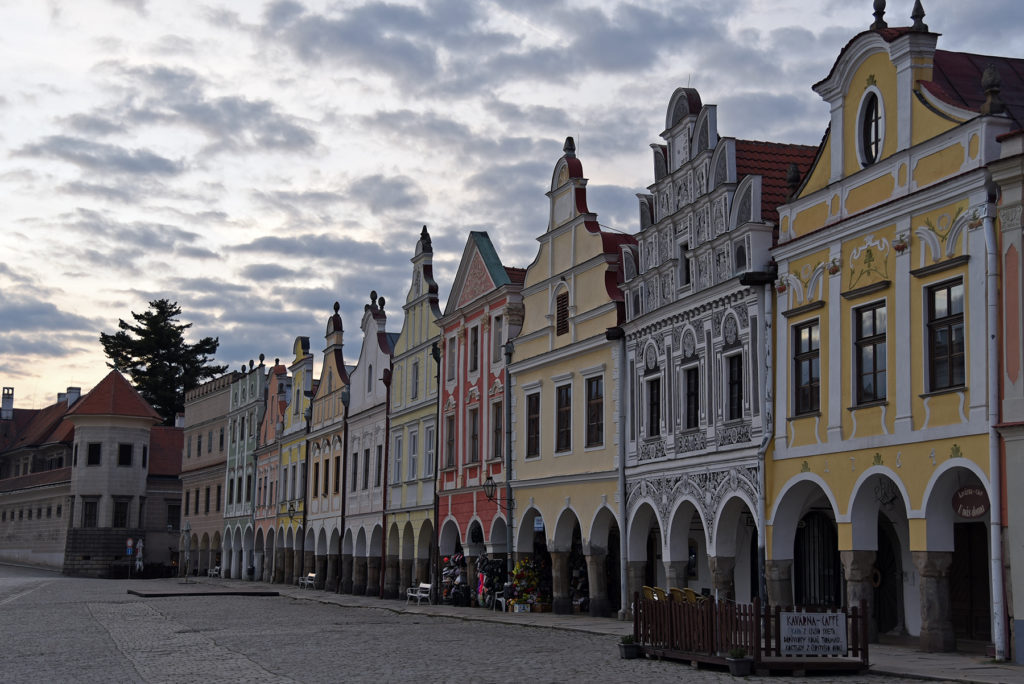Telcz - kamieniczki w Rynku - pierzeja północna