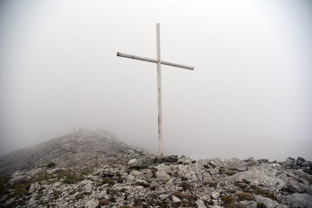 Vrh Dinare - krzyż na szczycie