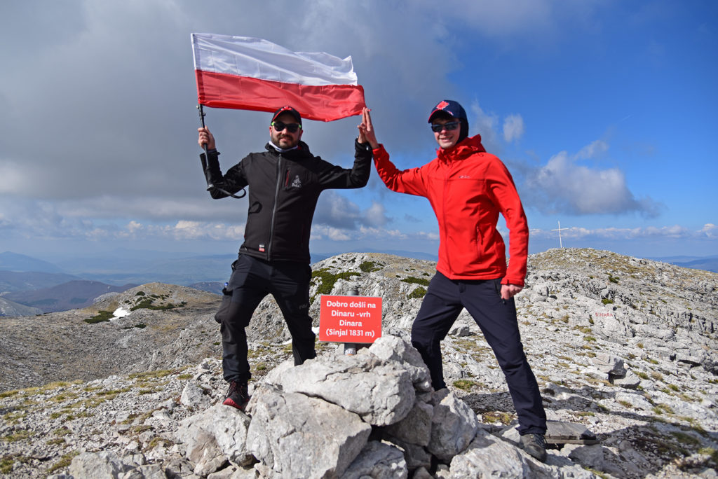 Vrh Dinare - z polską flagą na szczycie