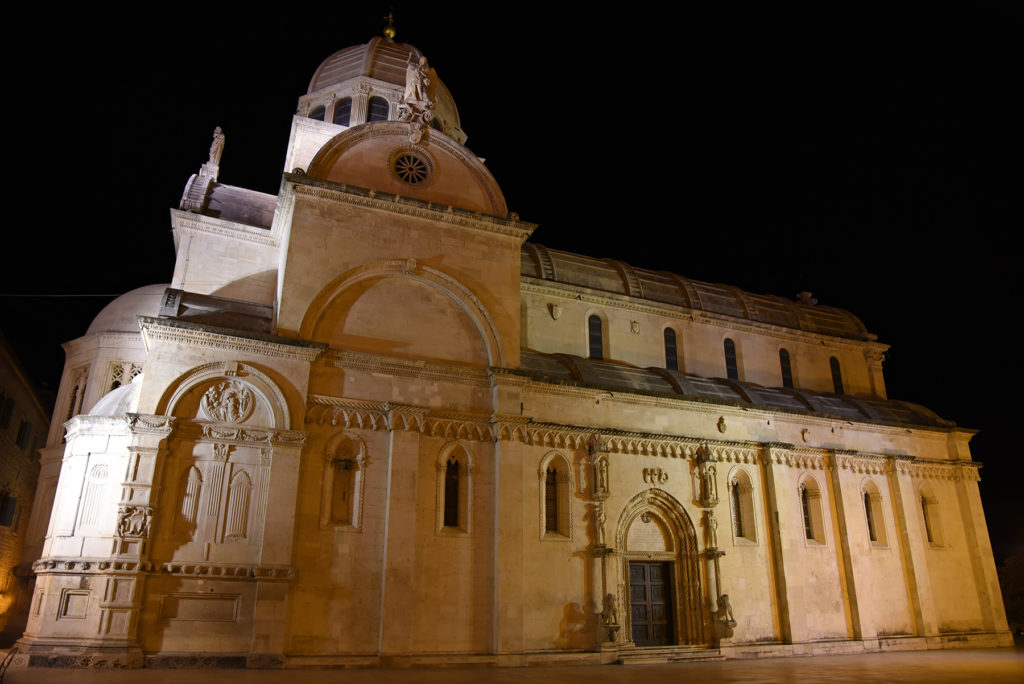 Katedra w Szybeniku - ściana północna nocą