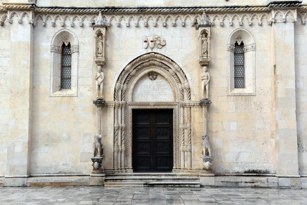 Katedra w Szybeniku - portal boczny