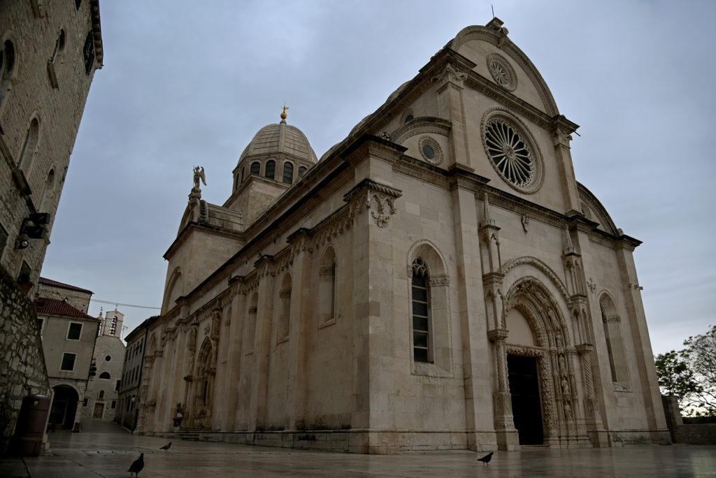 Katedra w Szybeniku - widok na ścianę frontową