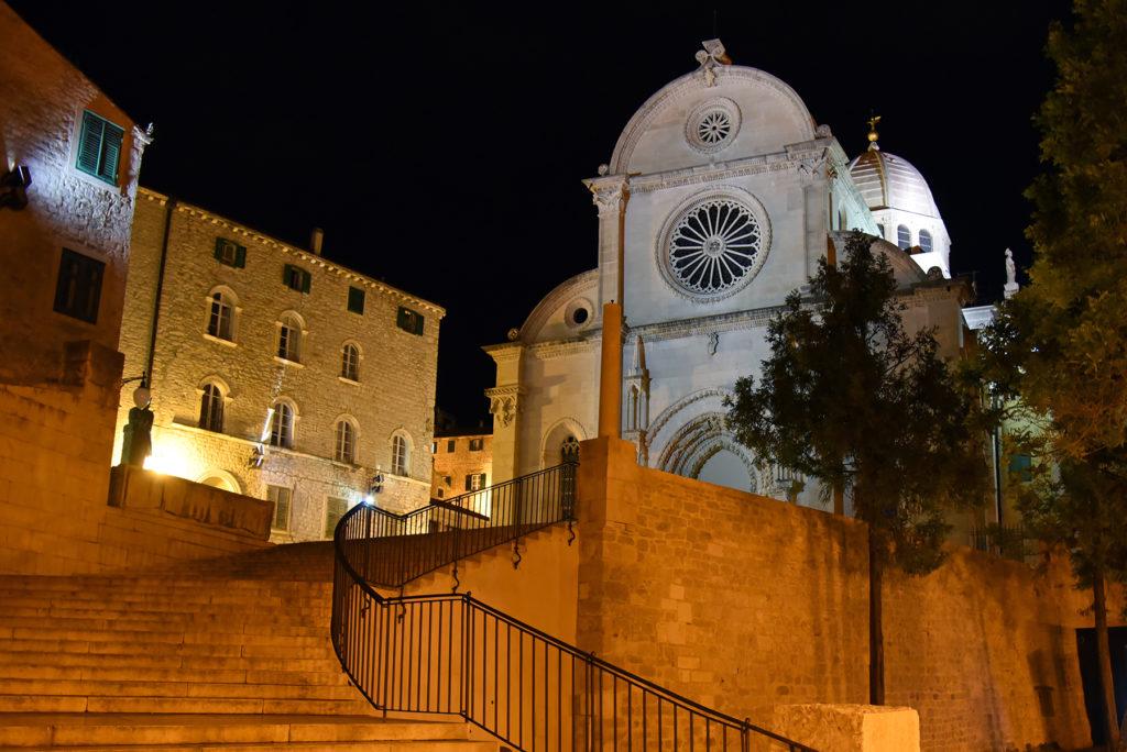 Katedra w Szybeniku - widok z nadbrzeża nocą