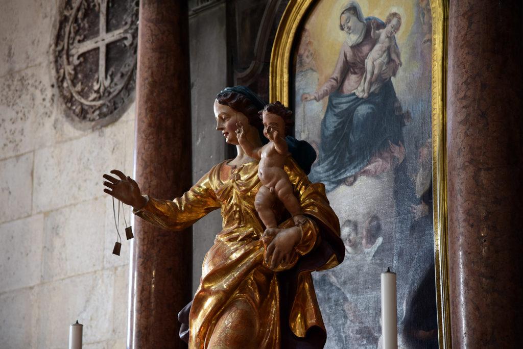 Katedra w Szybeniku - wnętrze - Maryja z Dzieciątkiem