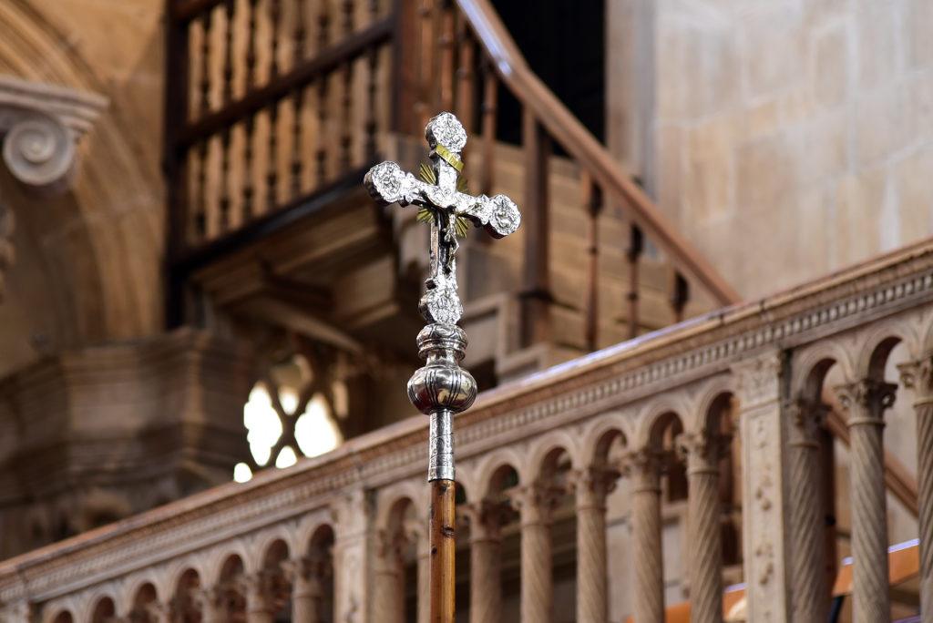 Katedra w Szybeniku - wnętrze - krzyż procesyjny