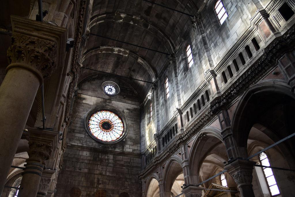Katedra w Szybeniku - wnętrze - sufit i rozeta