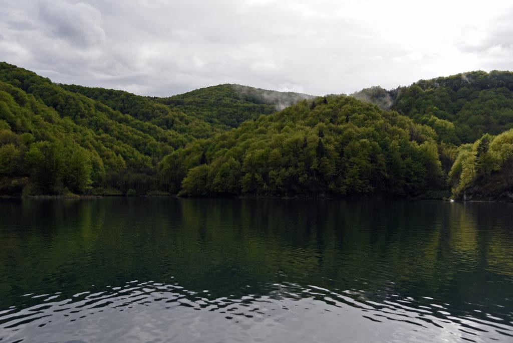 Piltwickie Jeziora - Jezioro Kozjak widok ze stateczku