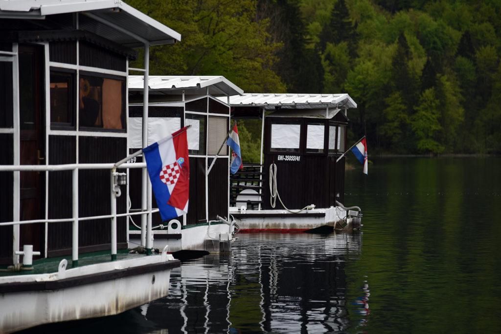 Piltwickie Jeziora - jednostki zacumowane przy brzegu jeziora Kozjak
