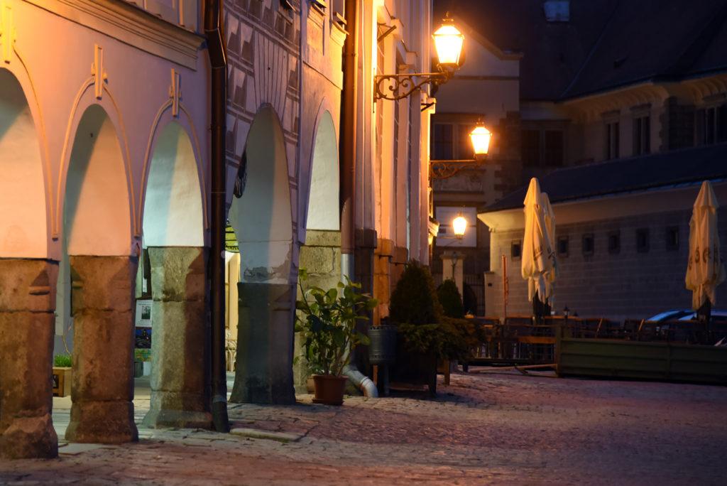 Telcz - kamienice w Rynku nocą