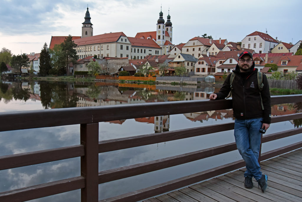 Telcz - widok na zamek z drewnianego mostu