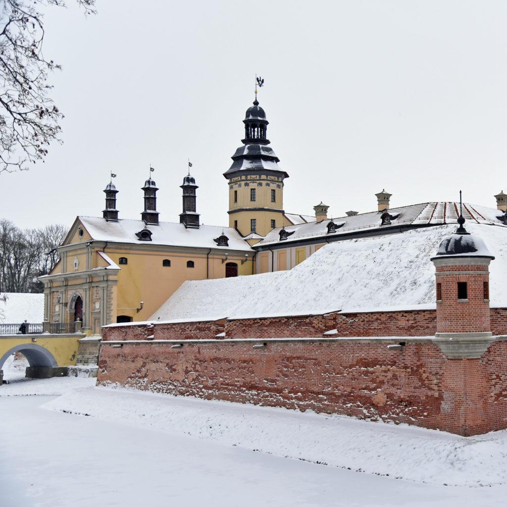 Nieśwież - pałac od strony gościńca