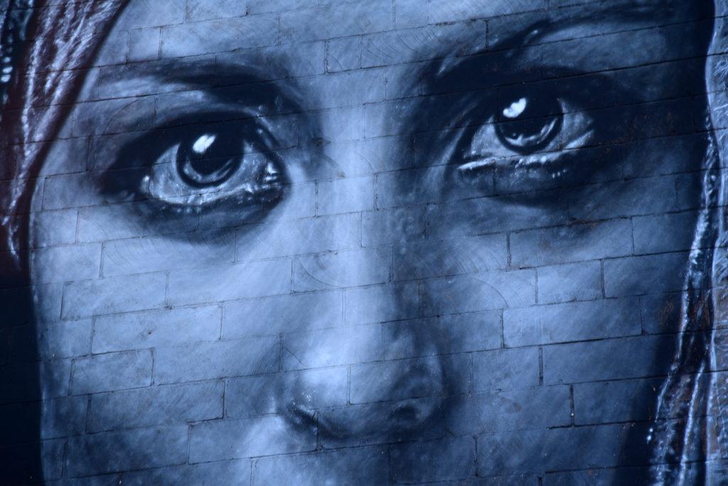 Opuszczona miejscowość White Rocks - mural z twarzą kobiety