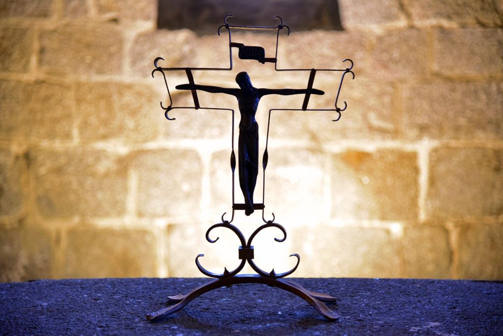 Třebíč - Bazylika św. Prokopa - krzyż w krypcie