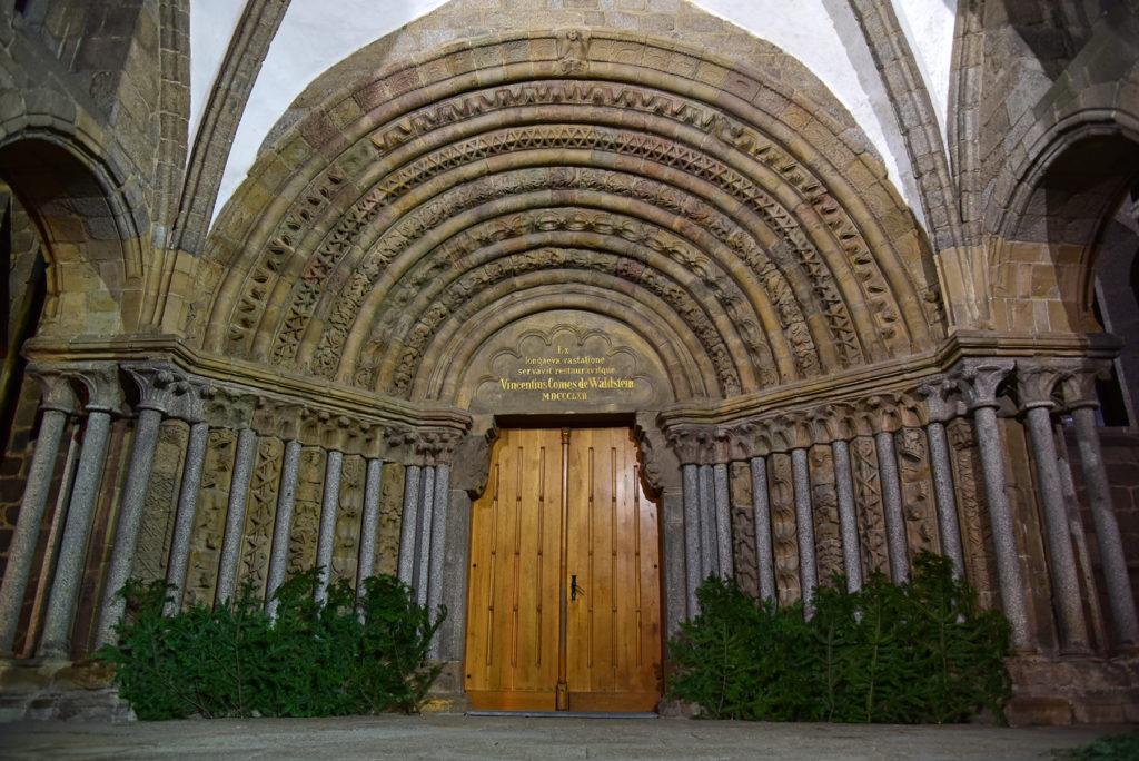 Bazylika św. Prokopa - romański portal