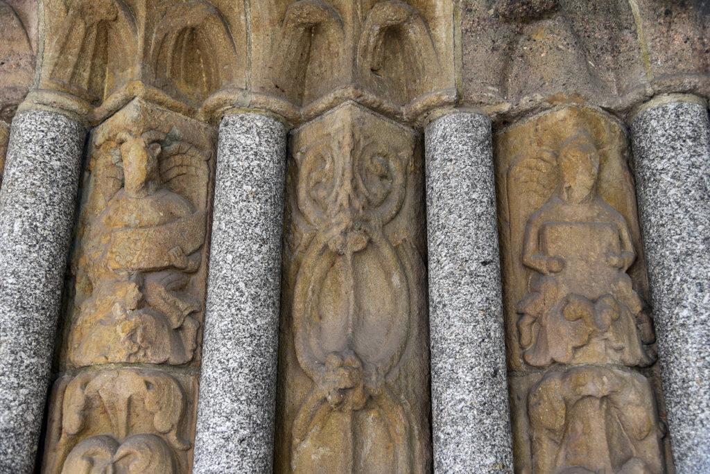 Třebíč - Bazylika św. Prokopa - romański portal - postacie Ewangelistów (lewe skrzydło)