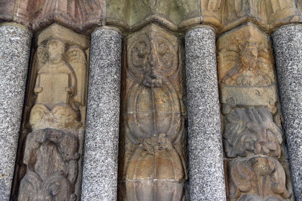 Třebíč - Bazylika św. Prokopa - romański portal - postacie Ewangelistów (prawe skrzydło)