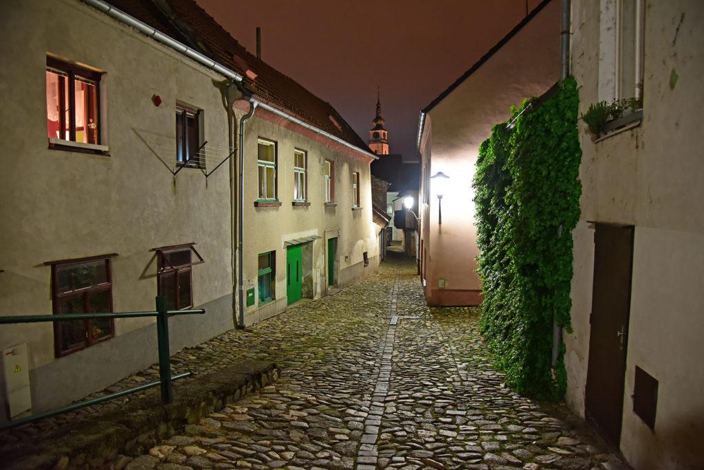 Třebíč - Dzielnica Żydowska - ulica Stinná nocą