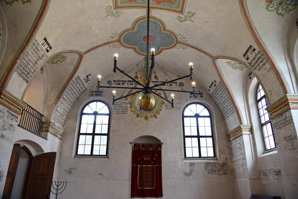 Třebíč - Dzielnica Żydowska - wnętrze Tylnej Synagogi z widokiem na sufit