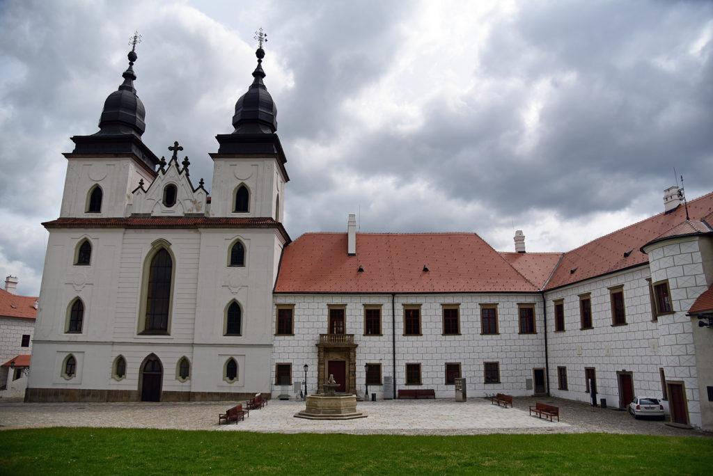 Třebíč - Zamek i barokowe wieże Bazyliki