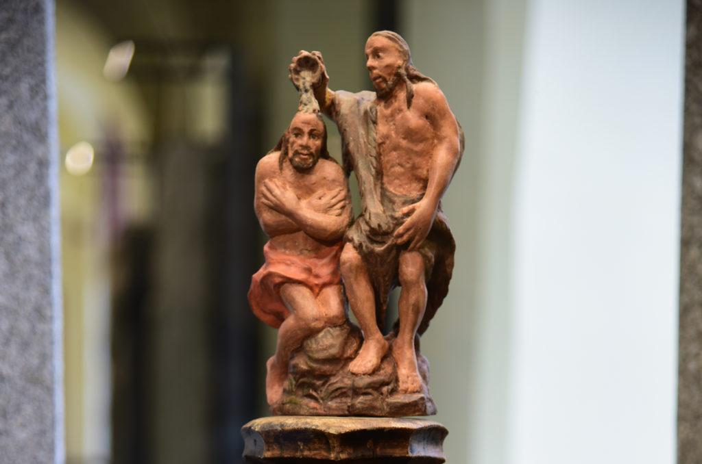 Třebíč - detal drewnianej chrzcielnicy z muzeum na Zamku