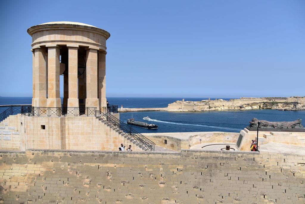 Dzwonnica - pomnik ofiary żołnierzy maltańskich poległych w czasie II Wojny Światowej