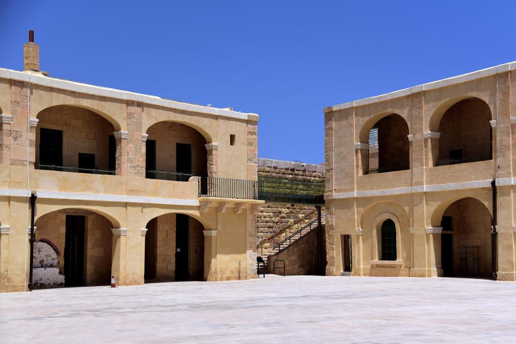 Fort św. Elmo - Dziedziniec