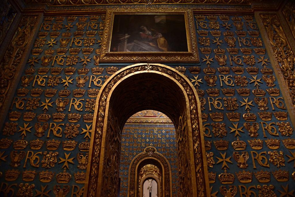 Katedra św. Jana - łuki w nawie bocznej