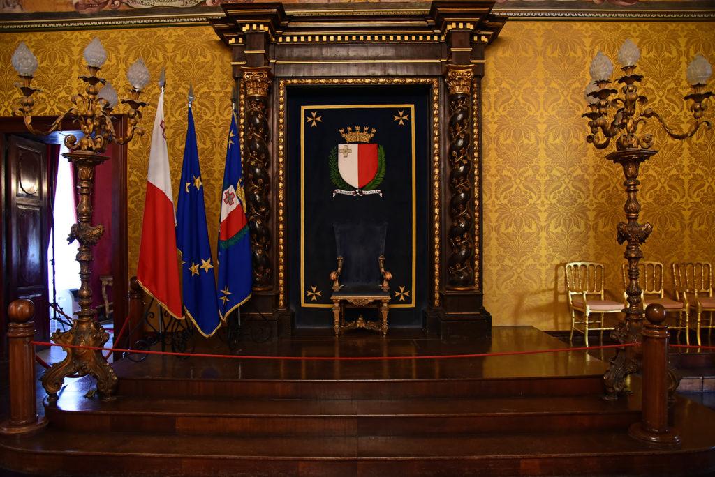 Pałac Wielkiego Mistrza - tron w jednej z sal