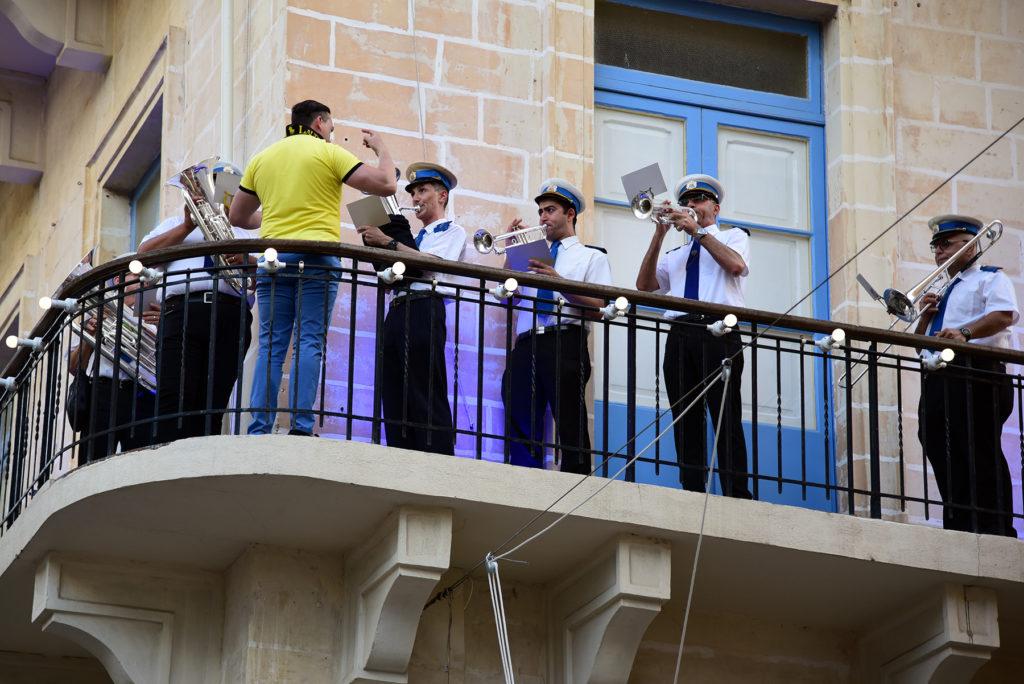 Valletta - Procesja Bożego Ciała - orkiestra na balkonie
