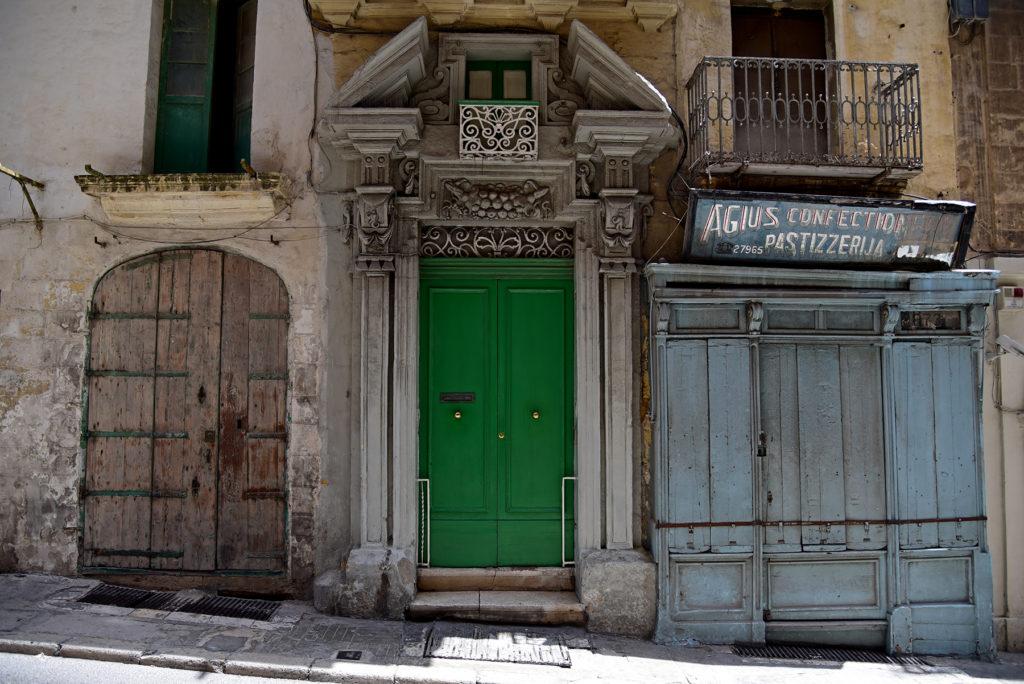 Drzwi na jednej z uliczek Valletty
