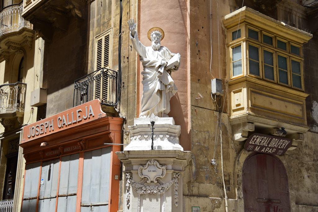 Valletta - pomnik świętego Pawła na rogu kamienicy