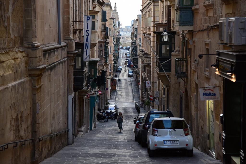 Valletta - uliczka w stronę morza