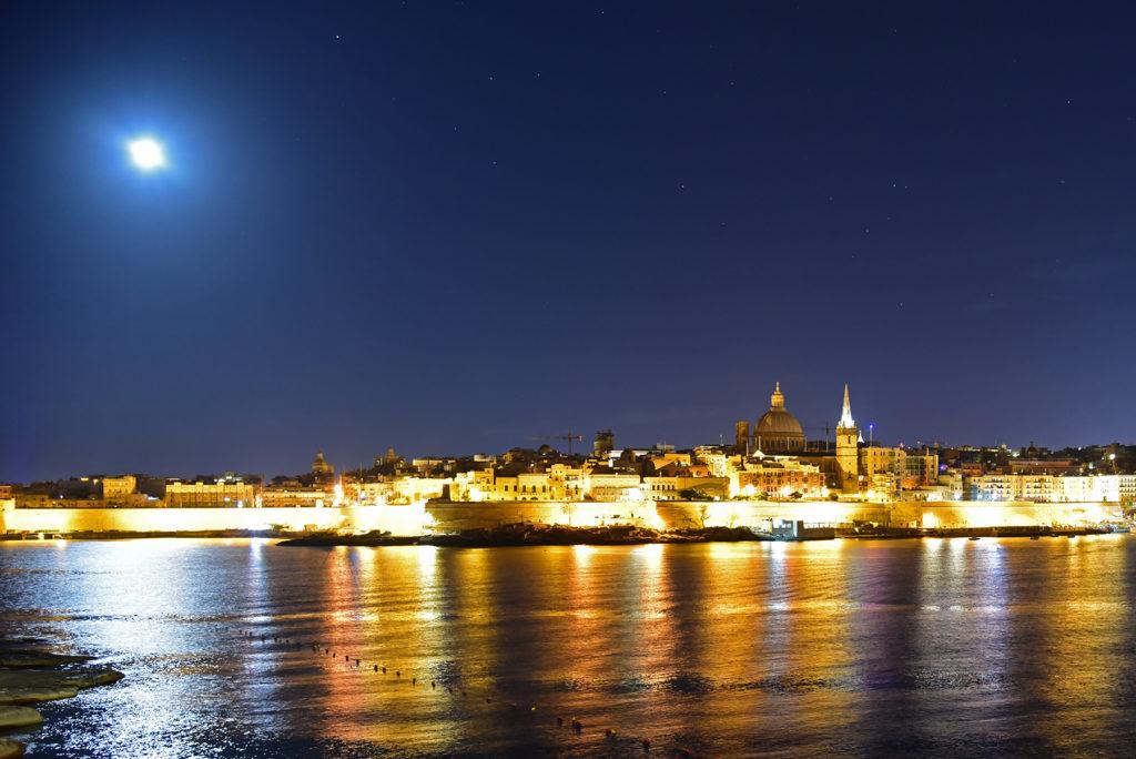 Valletta z brzegu w Sliemie