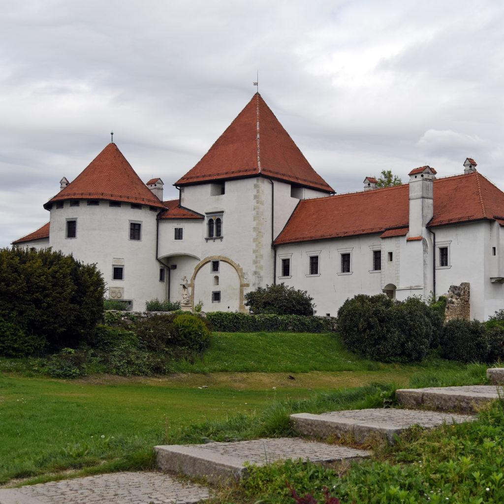 Varaždin - Zamek z ogrodów przy zamkowych