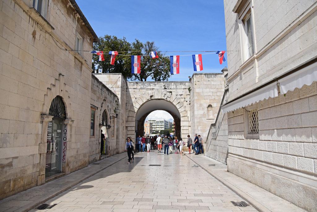 Zadar - mury obronne - jedna z brama od strony miasta