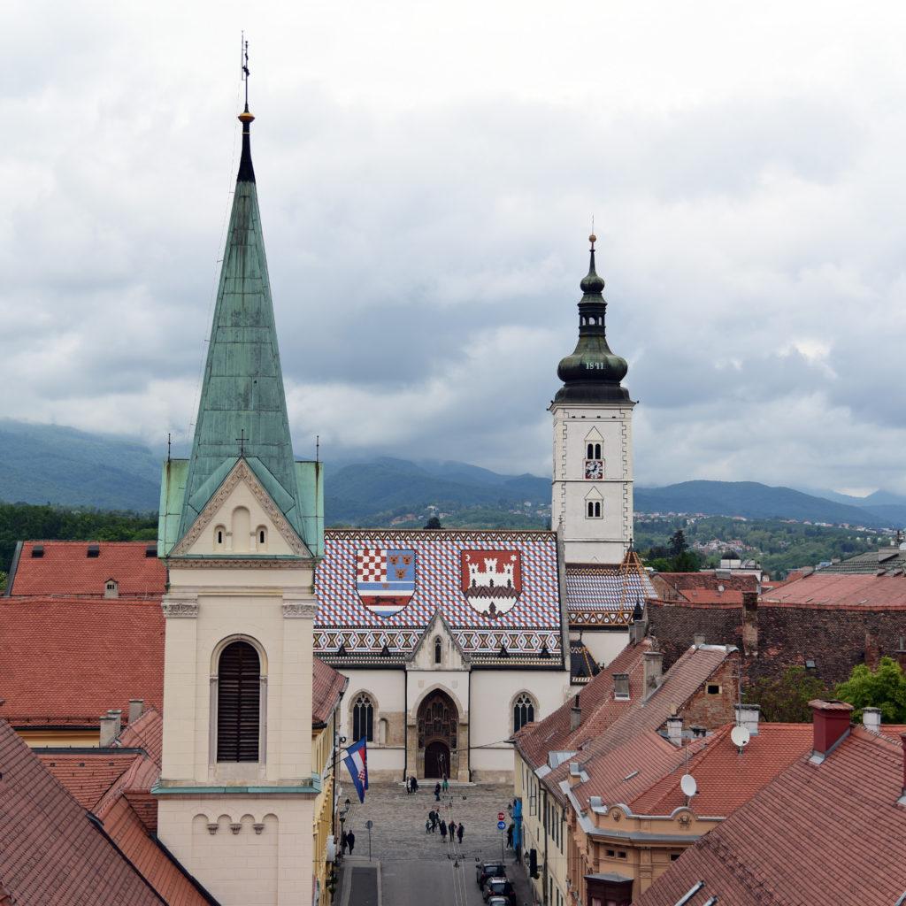 Zagrzeb - widok na kościół św Marka z wieży Lotrščak