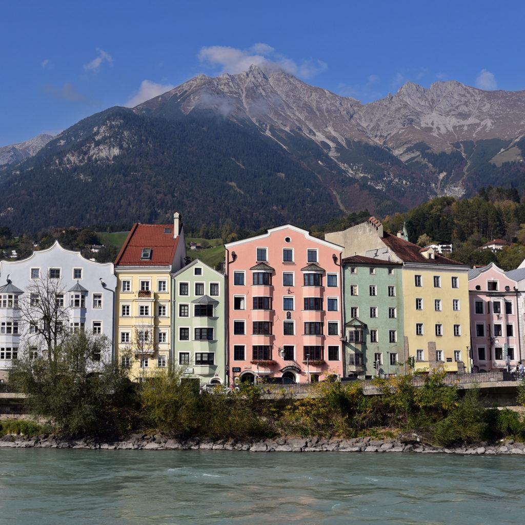 Innsbruck - domy nad rzeką Inn