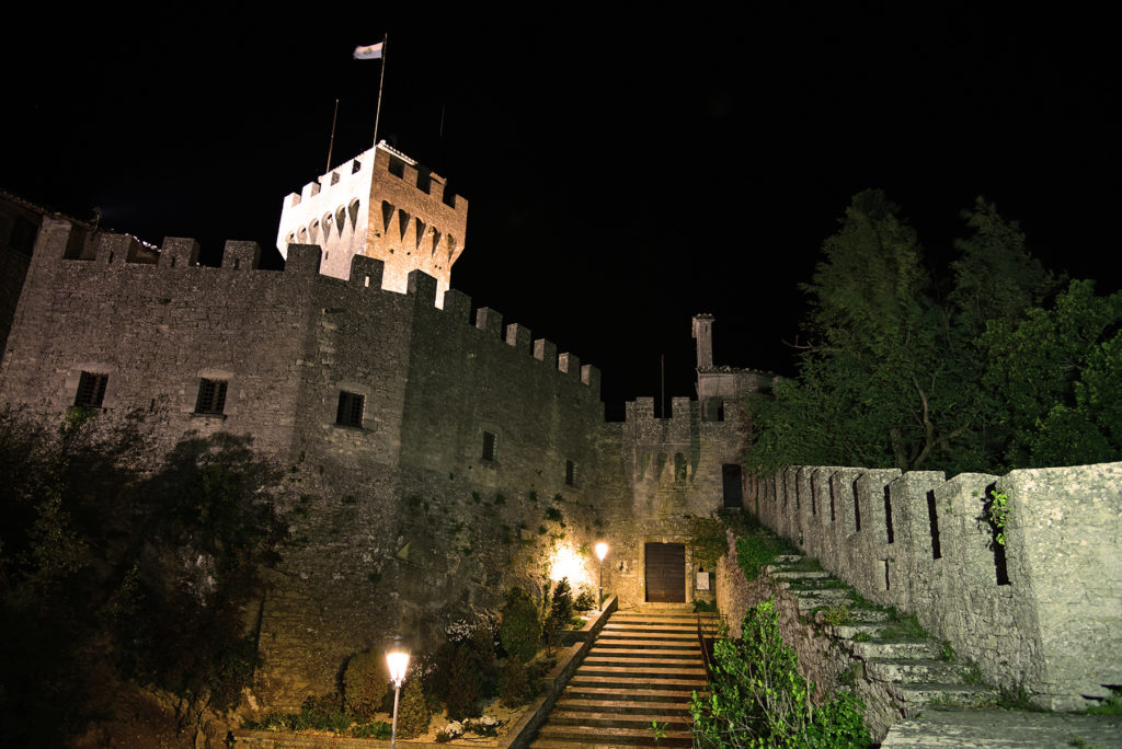 Monte Titano - druga wieża nocą