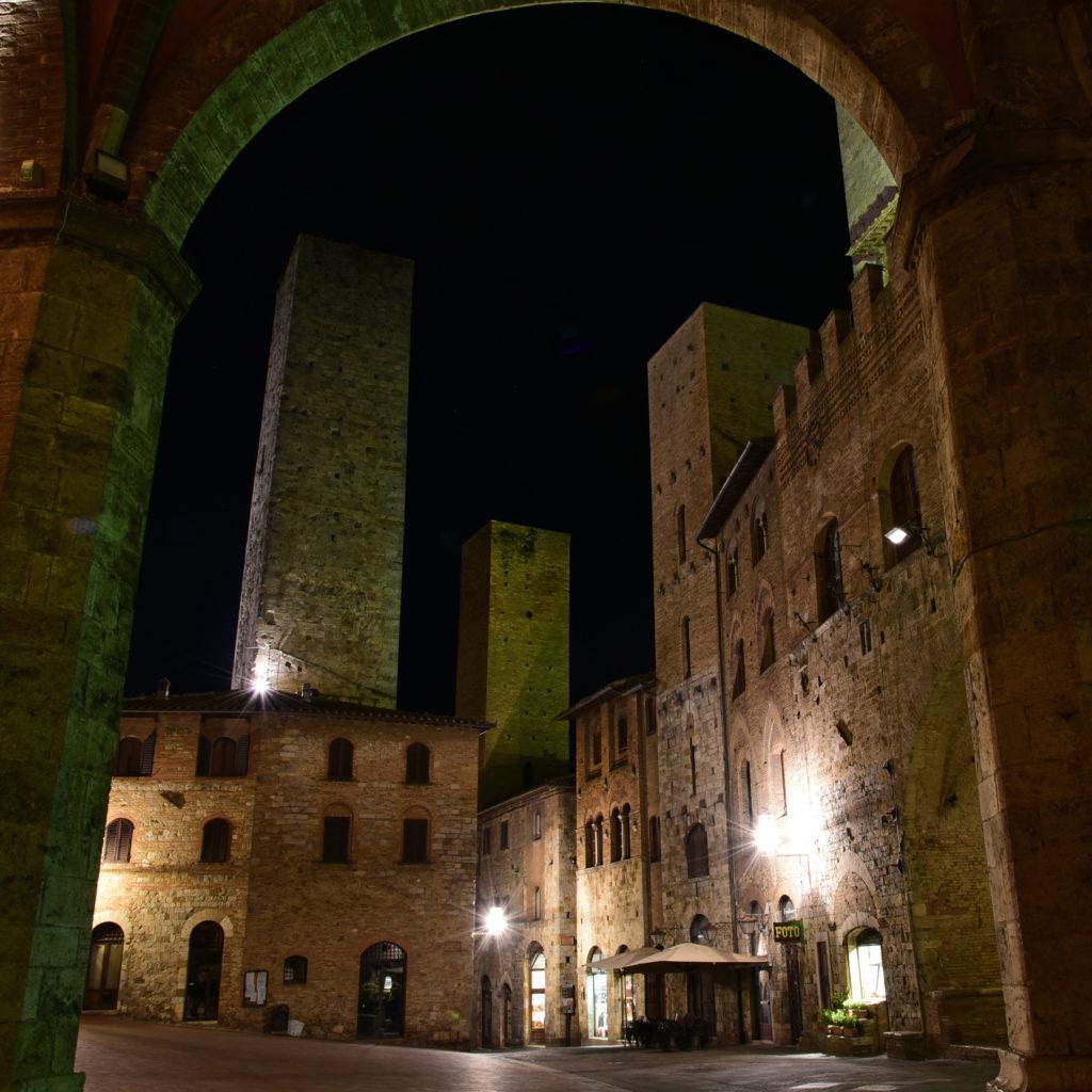San Gimignano plac przed kolegiatą