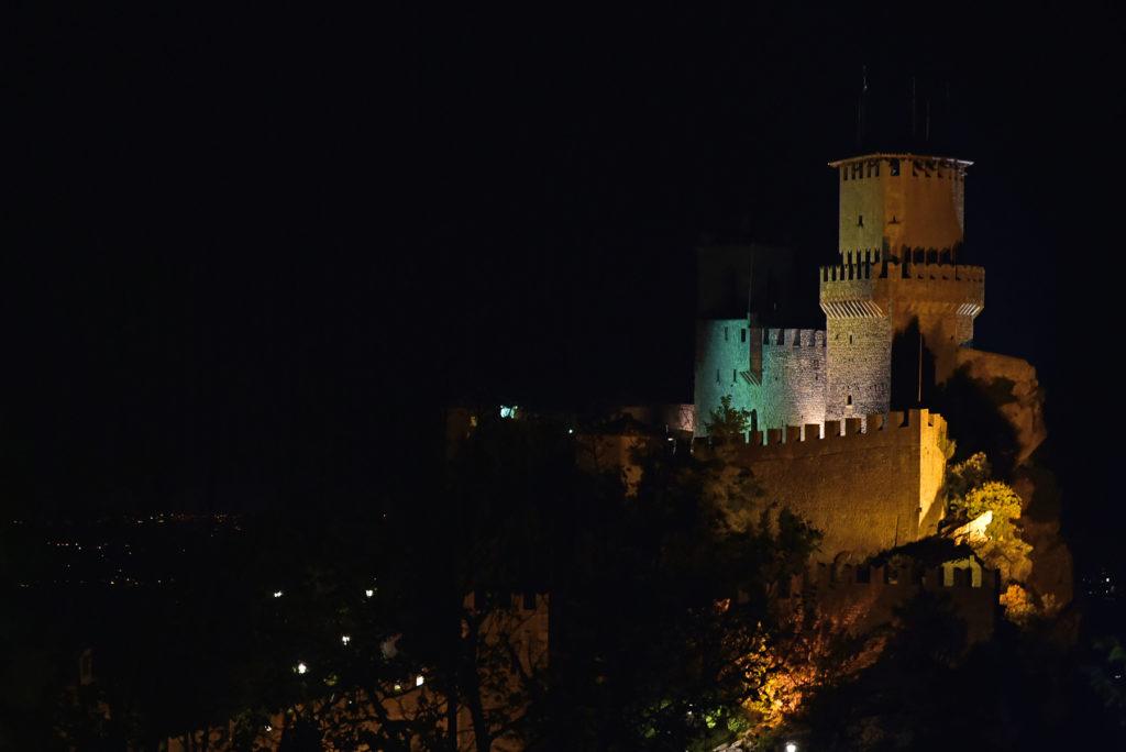 Monte Titano - Pierwsza wieża nocą