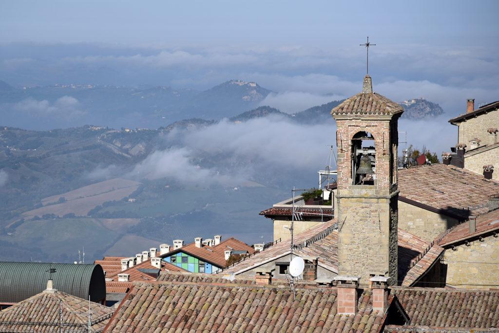 San Marino - dachy miasta