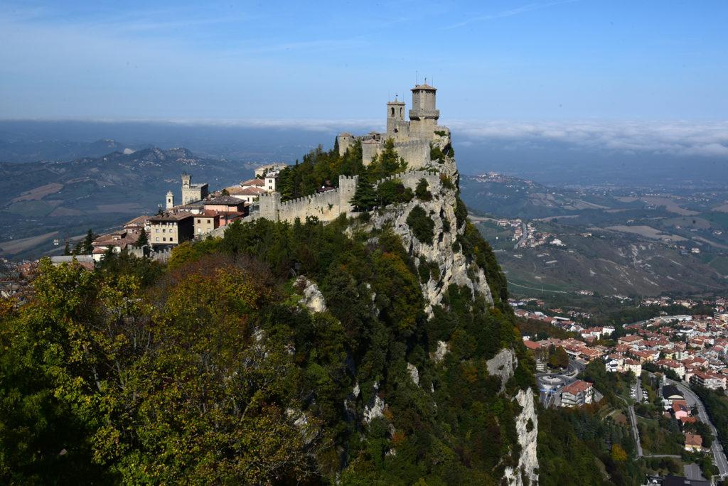 San Marino - widok z drugiej wieży na miasto